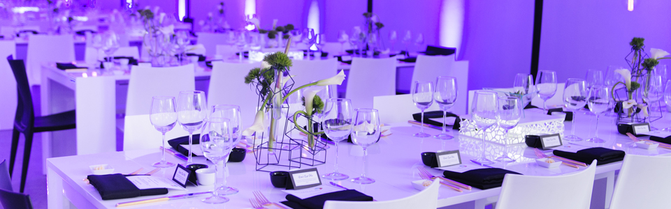 glass-white-tables